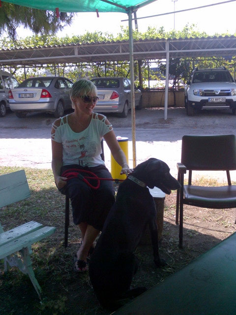 Waiting outside the veterinary department in the shade — here are Jayne and Reo