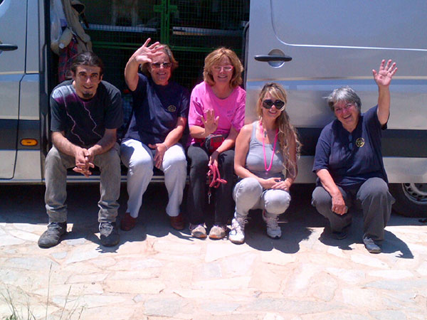 We got our usual warm and friendly welcome at the shelter from Martha (in pink), Kiki (far right) and the volunteers