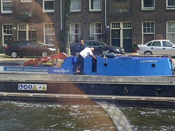 A kind of waterborne street sweeping arrangement spotted on the canal. The two chaps on board were bellowing along to 'Down Under' by Men at Work. One of courier M's favourite tunes, but you really don't expect to hear Dutch bargees singing about Vegemite!
