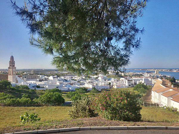 We hadn't been able to get a hotel room, but looking online, found a promotional deal at the Parador in Ayamonte. Paradors are a kind of luxury hotel, usually located in a historic building such as a monastery or castle in Spain. What a treat for us!