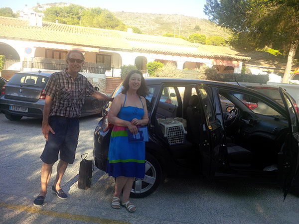 The lane to the Spanish house was too narrow for our van, so David and Val had to collect the two cats from us and drive them the last few yards