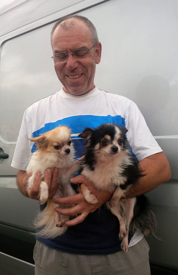 Pipoca (L) and Molly (R) with Papa Neves