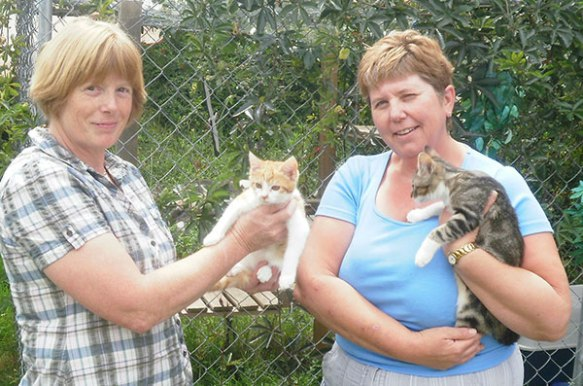 Dr Diana James (L) and Lynn with two kittens recently helped by Chats du Quercy