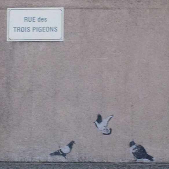Looks like Banksy has been illustrating Narbonne's street signs!