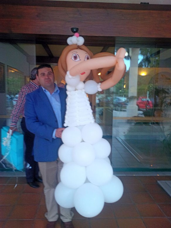 Apparently, no modern Spanish wedding is complete without a balloon bride