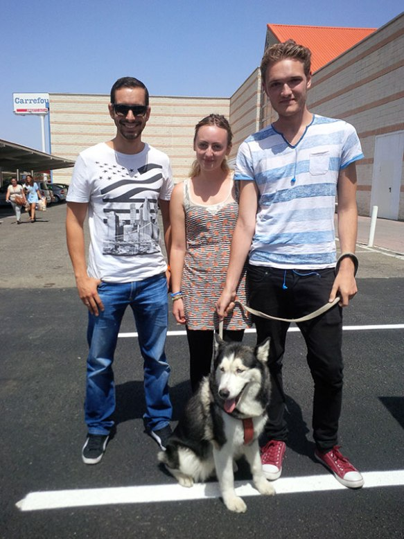 Handsome Husky Swarsky with Manu (L), Jack (R) and Jack's sister in the middle
