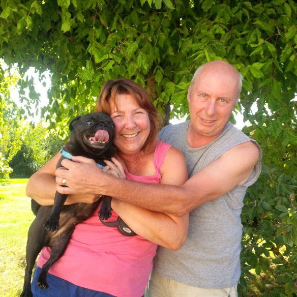 Myrtle gets a warm welcome on a hot afternoon from Robin and Lee atChenil Les Hirondelles.Situated in Lauzun, this lovely kennels gives a very personal service, as Robin and Lee take only a few dogs at a time.